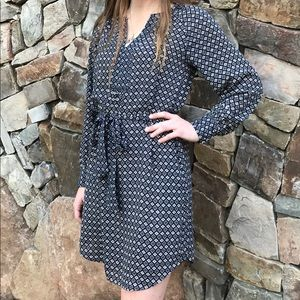 Banana Republic long sleeve tie dress